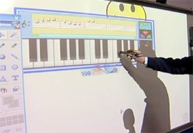 Akıllı tahtalar sınıflardaki yerini alıyor