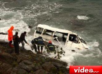 Minibüs denize uçtu: 4 ölü