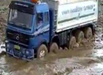 Çamura batan kamyon nasıl çıkartılır?